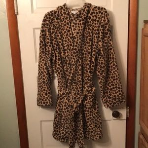 New w/ out tags Vera Bradley hooded plush robe.